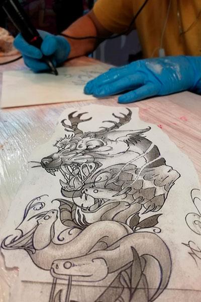 Conviértete en un tatuador de éxito formándote con los mejores.