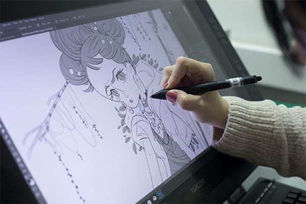 Ejemplo de alumno en clase trabajando con el equipo de ilustrador adecuado