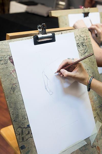 La escultura ayuda en clase para aprender a dibujar